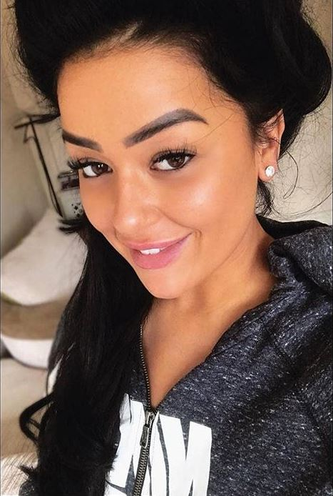 Singer, Lauren Murray, enjoys her first A-Lift facial
